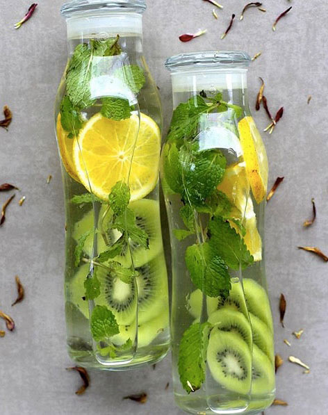 strawberry-kiwi-detox-water-recipes-latest-trends