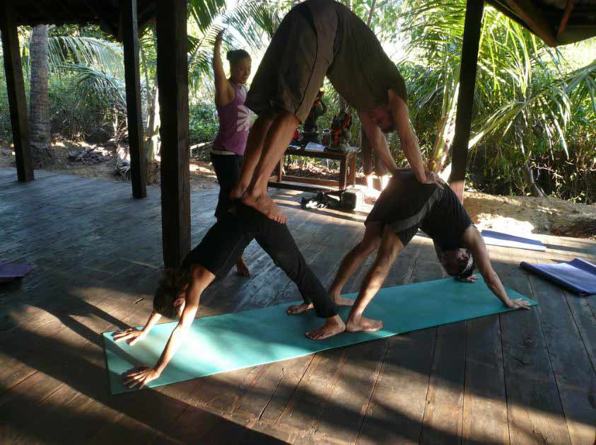 three-person-yoga-downward-dog-pose-acro-tandem-partner-yoga