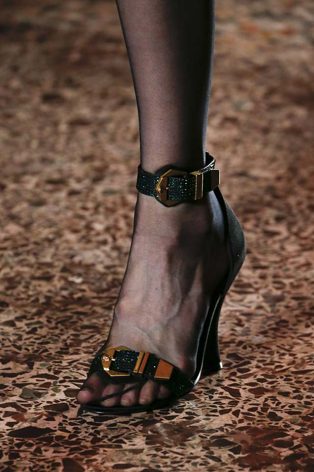 versace -fall-winter-2018-fw18-statement-ankle-straps-latest-shoe-trends