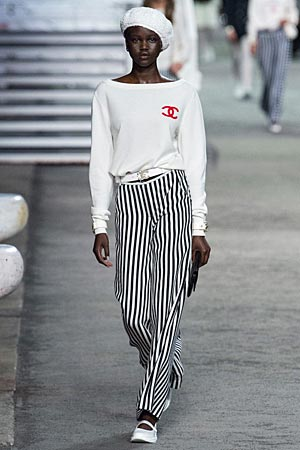 chanel-printed-striped-pants-with-white-top-vacation-fashion