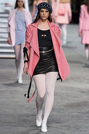 chanel-resort-2019-contrast-colored-jackets