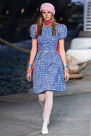 chanel-vacation-fashion-cruise-2019-dresses-with-skinny-belts