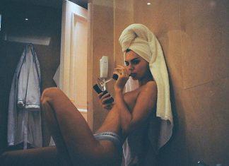 kendall-jenner-instagram-pic-topless-bathroom-nude-selfie