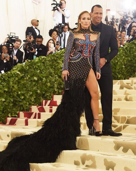 met-gala-2018-fashion-celebrity-style (10)-jennifer-lopez-alex-rodriguez