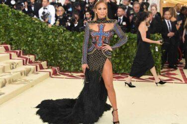 met-gala-2018-fashion-celebrity-style-jennifer-lopez-balmain-gown
