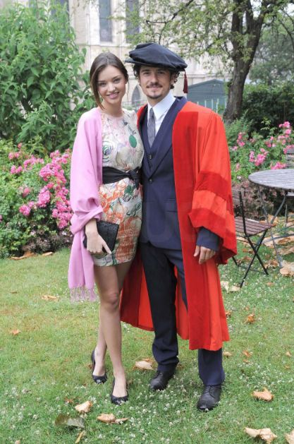 miranda-kerr-and-orlando-bloom-relationship-split (6)-graduation-degree