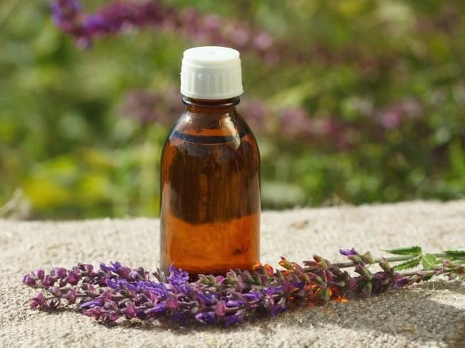 organic-facts-clary sage-oil-treatments-naturopathy-therapy