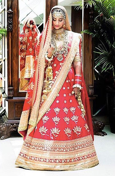 sonam-kapoor-wedding-red-lehenga-traditional-jewelry