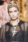top-hair-accessory-trends-braod-bands-designer-dolce&gabbana-style-hair-fw18