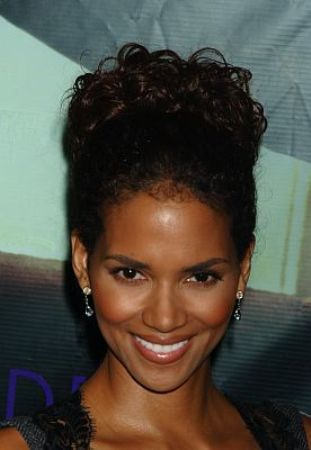 type-4-hair-celeb-hairstyles-natural-afro (8)-halle-berry
