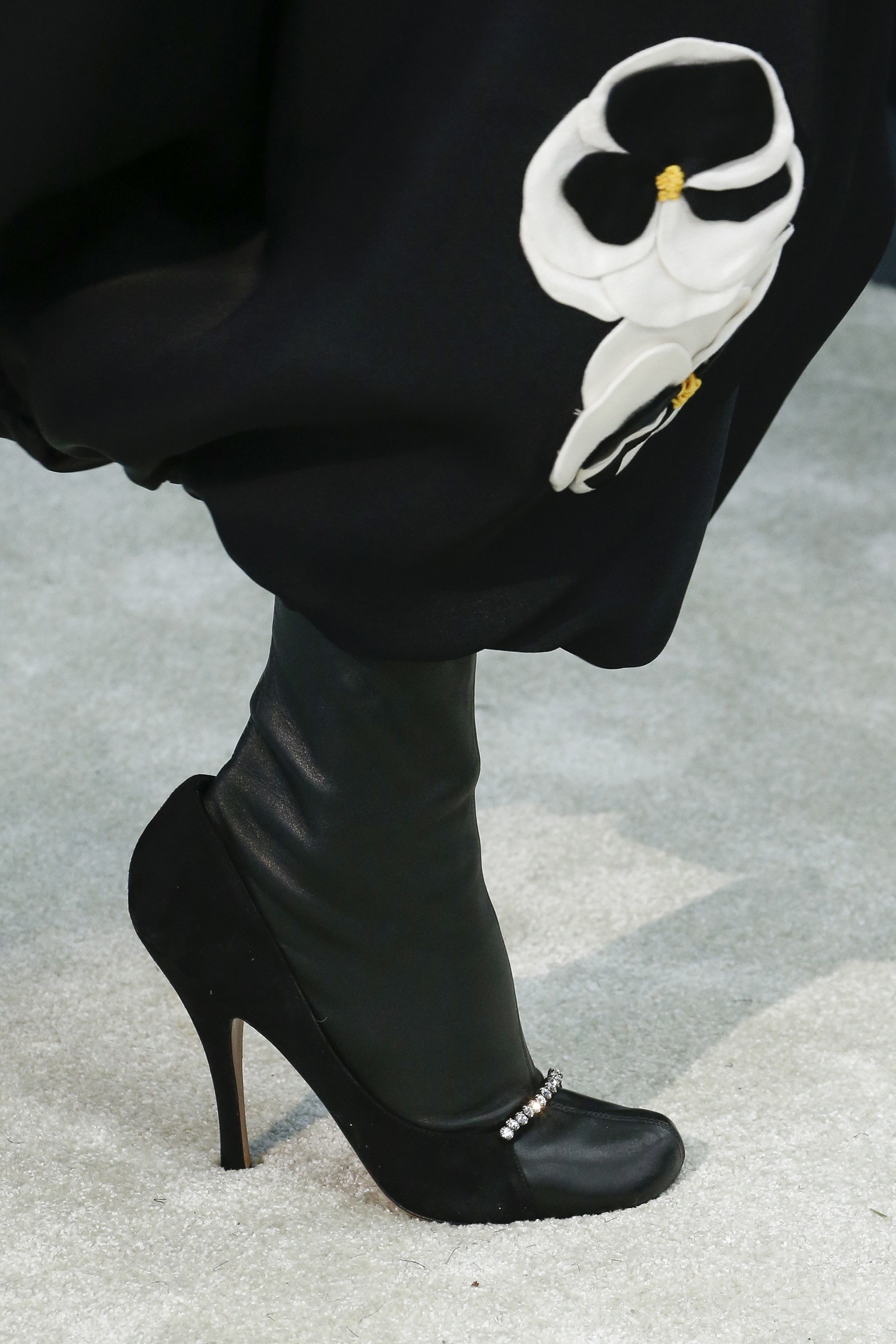 valentino (2)-fashion-socks-style-leather-pumps-black