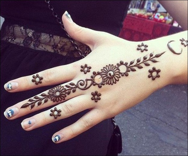 Simran Kewlani via pinterst-one-line-mehendi-design-trends-fashion-back-hand