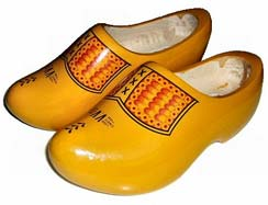 clog-wiki-fashion-words-dictionary-glossary-terms-types-of-shoes