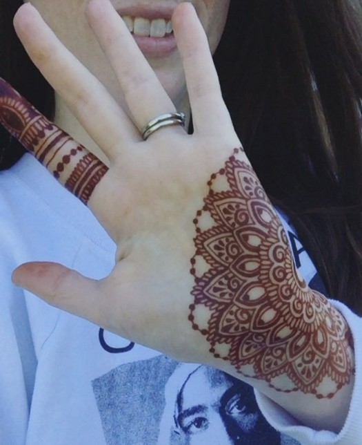 coloring bliss via pinterest-best-simple-mehendi-designs-with-empty-space-in-front-hand-trends-fashion