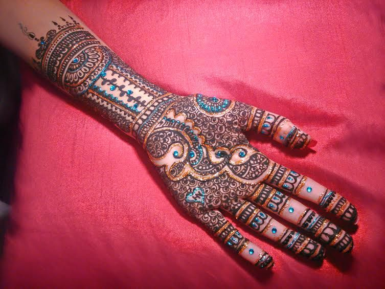 mehendi-with rhinestone-tina -mehendi-designs-on-hands-trends-fashion-ideas