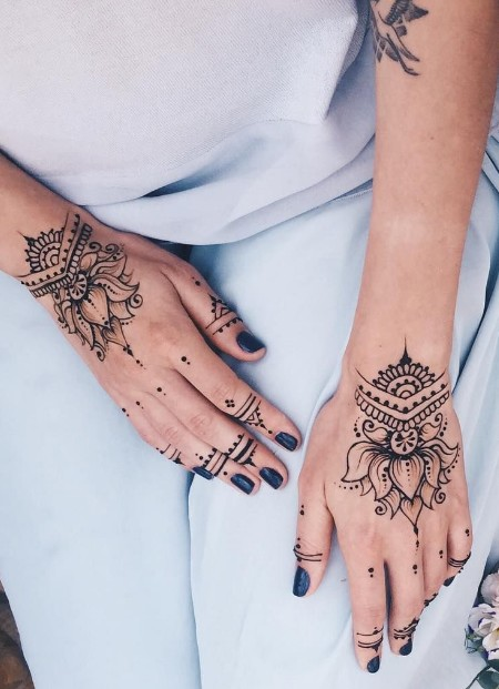 nazirah-via-pinterest-lotus-simple-mehendi-designs-for-hands-back-side-trends-lotus-design-fashion-style