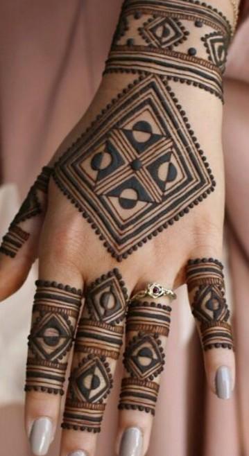 neha-jodhawat-via-pinterest- geometric-latest-trends-mehendi-design-ideas