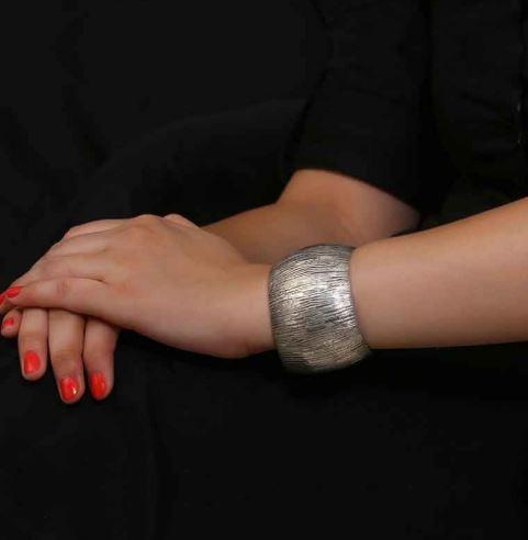 oversized-silver-oxidised-bracelet-bharatsthali