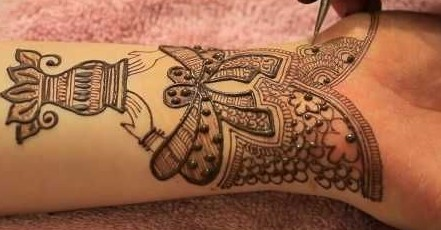ruchi-kesharwani- via-pinterest-mehendi-design-latest-trends-fashion-style-ideas-kalash