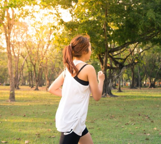 running-in-the-park-to-get-fit
