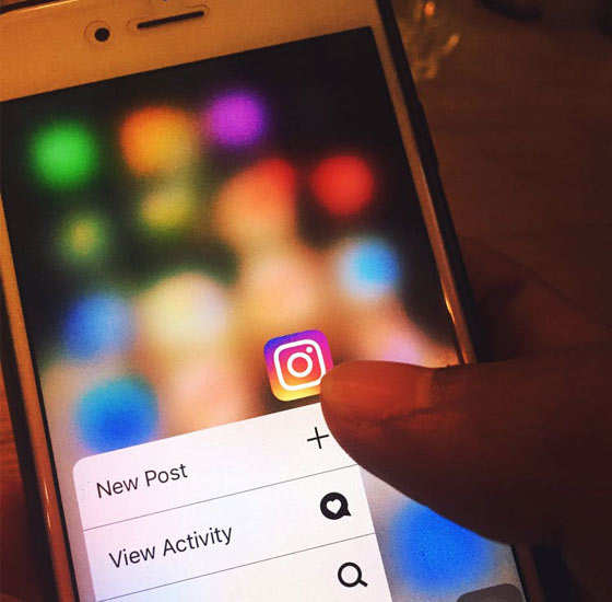 social-media-addiction-posting-stories-instagram-reasons