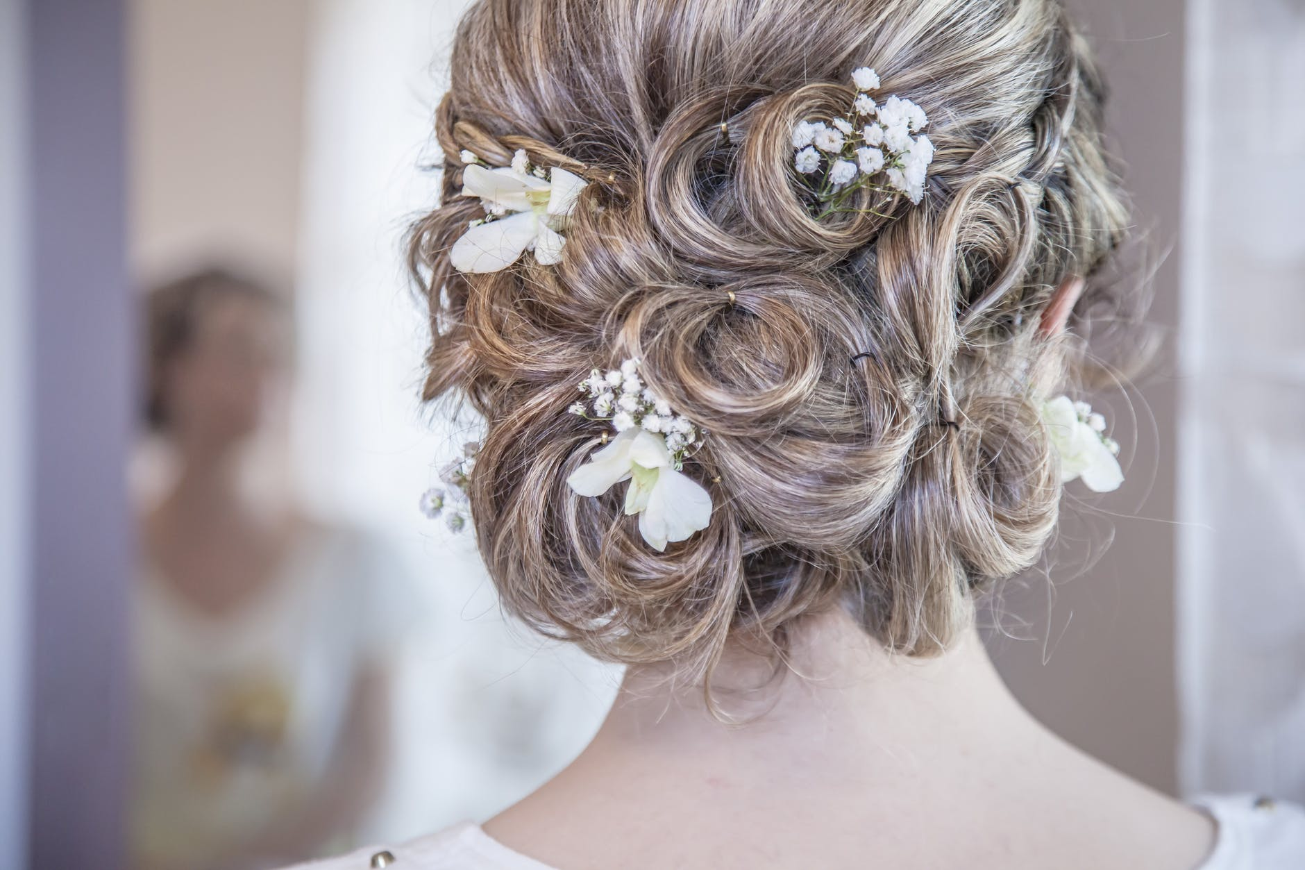 twisty-chingon-latest-hair-designs-trends-creaticve-hairstyle-flower-pins