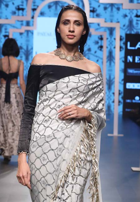 best-blouse-designs-trends-indian-designer-Payal-Singhal's-off-the-shoulder-trend