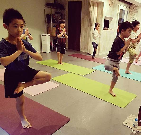 kids-yoga-poses-standing-pose-health-benefits-children