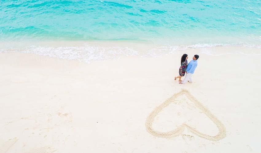 prewedding-shoot-beach-location-sunrise-photo-ideas