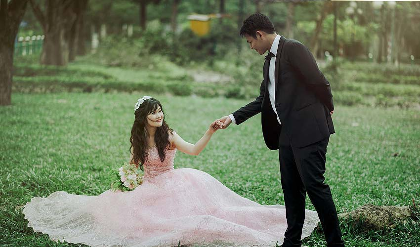 romantic-ideas-pre-wedding-shoot-latest-guide-props-dresses