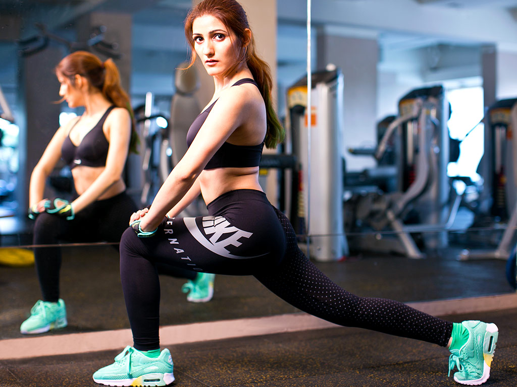 shilpa-ahuja-model-fitness-wallpapers-nike-gym-workout-stretching
