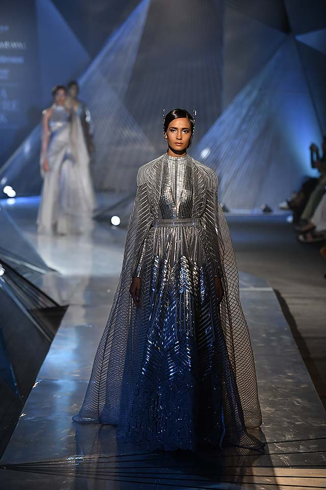 Amit-Aggarwal-Indian-couture-week-2018-icw18-collection-1-cape gown