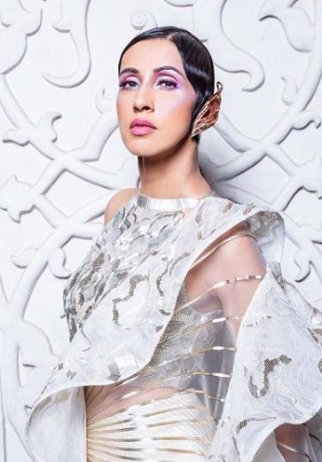 amit-aggarwal-india-couture-week-2018-icw18-makeup-glossy-meatllic