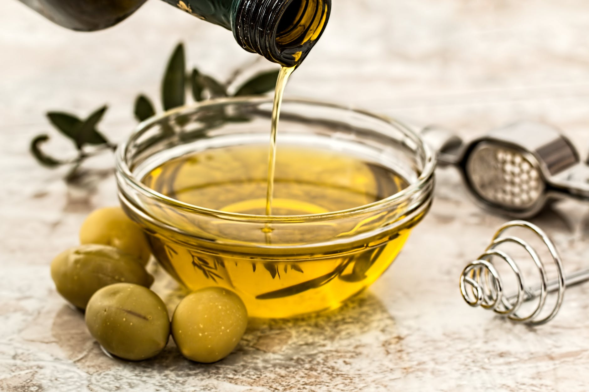 beautiful-nails-tips-olive-oil-massaging-natural-nail-care