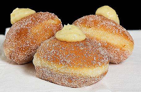 ricotta-doughnut-italian-dessert-trendy-designer-desserts-2018