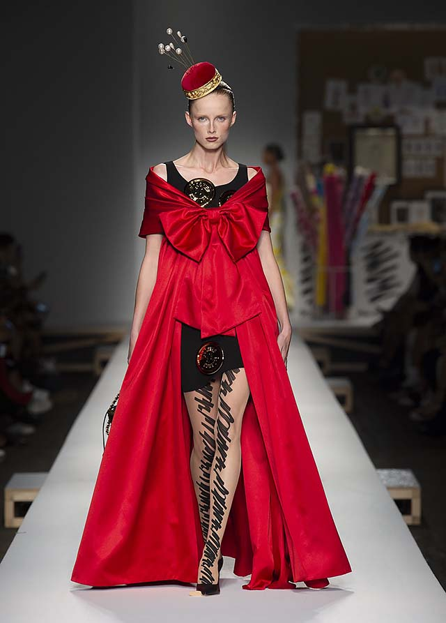 Moschino-spring-summer-2019-ss19-milan-fashion-week-58-red-gown