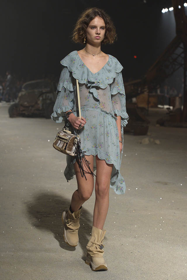 coach-spring-2019-ss19-fashion-show-nyfw-dresses (12) blue bag