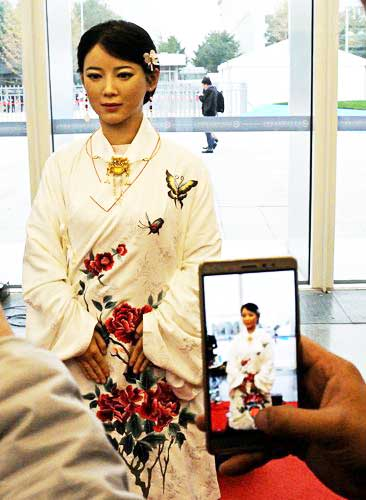 future fashion technologies industry bot android geminoid-2