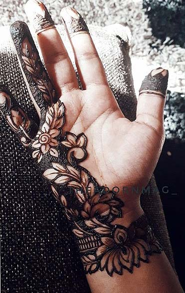 latest-mehandi-designs-trends-2018-half-and-half