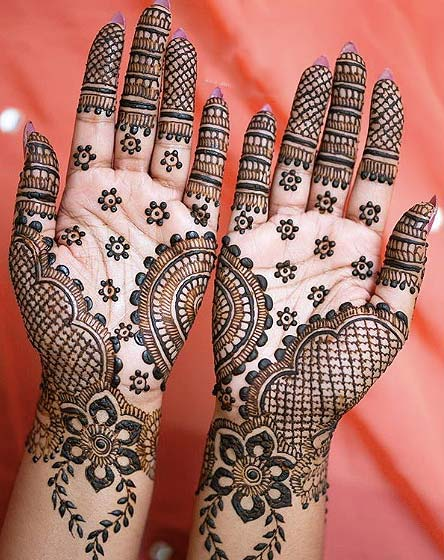 mixed-print-latest-mehandi-design-trends-bridal