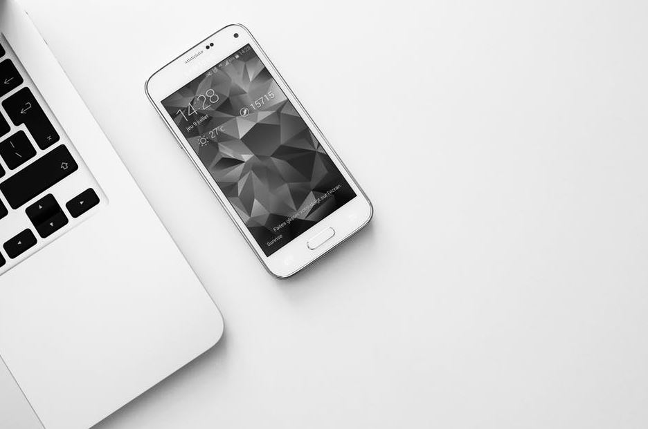 turning your phone screen to grayscale black white monochrome iphone