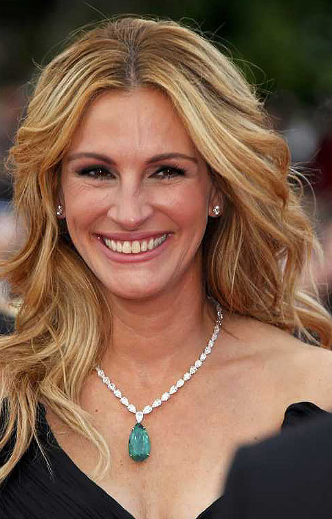 Julia-Roberts-best-celbrity-smile-latest-hollywood