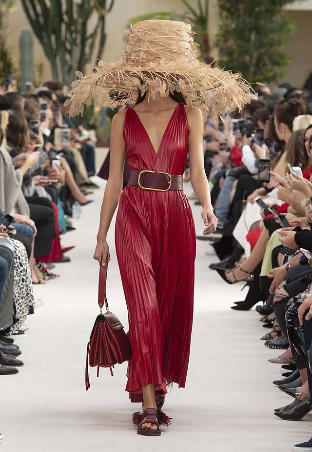 Valentino-Spring-summer-2019-ss19-rtw-collection-looks-27-pleated-dress