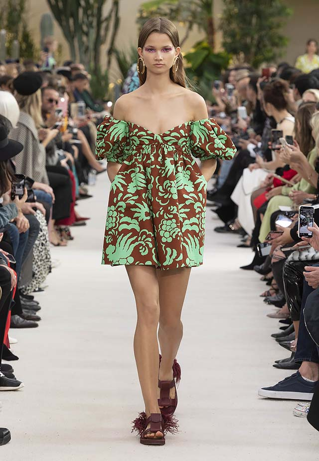 Valentino-Spring-summer-2019-ss19-rtw-collection-looks-39-off-shoulder-dress