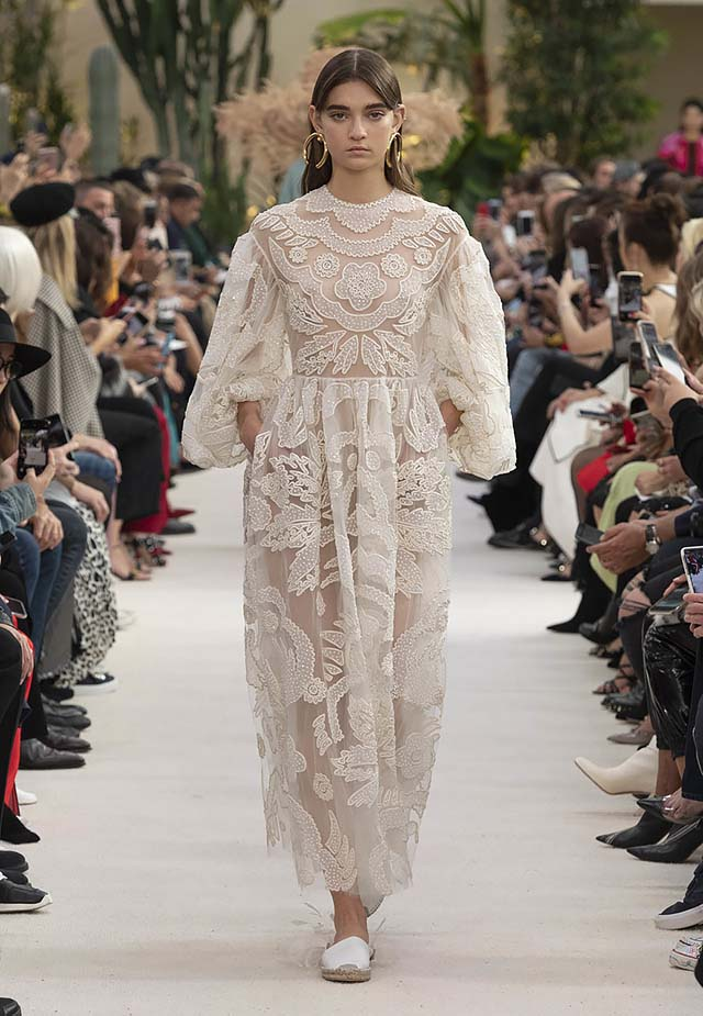 Valentino-Spring-summer-2019-ss19-rtw-collection-looks-44-lace-dress