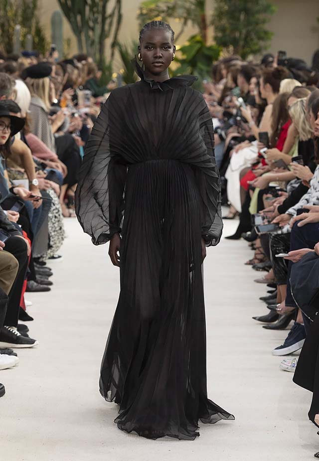 Valentino-Spring-summer-2019-ss19-rtw-collection-looks-63-black-gown
