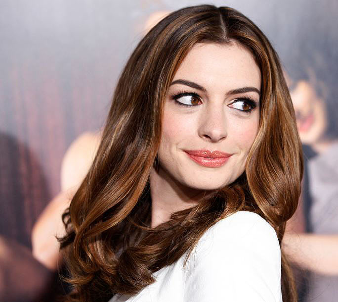 anne-hathaway-beautiful-smile-celebs-latest