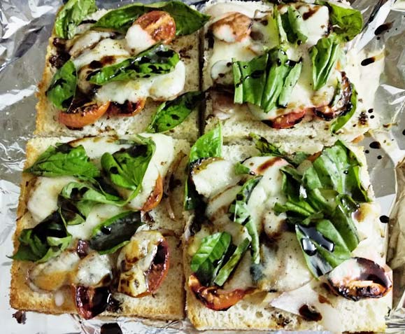 appetizers-caprese-crostini-recipe-basil-cheese-balsamic-reduction