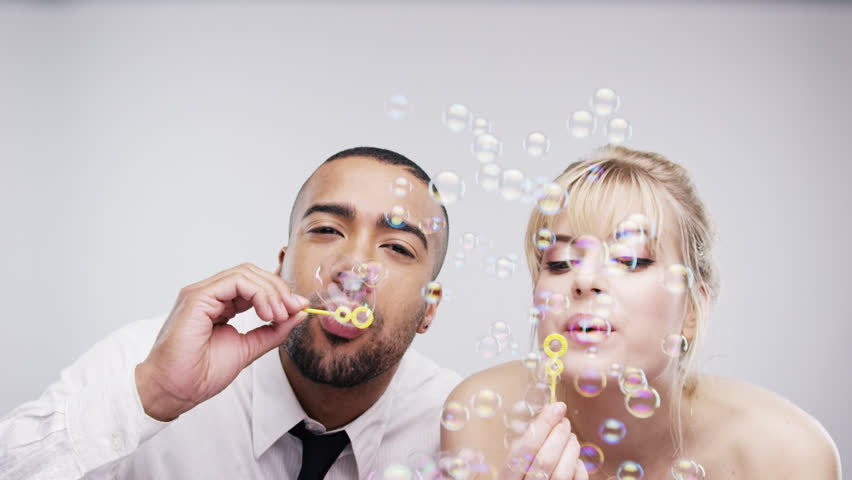 blwoing-bubbles-pre-wedding-props-latest