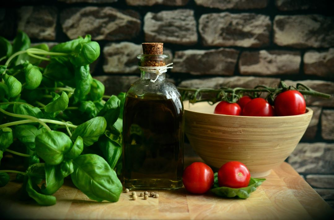 cherry-tomatoes-caprese-style-crostini-recipes-basil-olive-oil